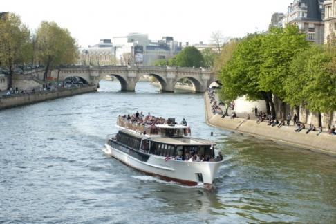365Tickets Vedettes de Paris Sightseeing Cruise  + Paradis Latin Special Offer